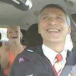 رئيس الوزراء النرويجي Jens Stoltenberg يعمل سائق تاكسي في فترة الظهيرة في أوسلو ليستمع لآراء الشعب عن قرب