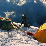 فوق السحاب بإرتفاع يصل إلى (6500m) في جبال الهيمالايا