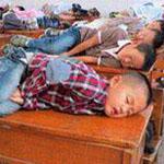 في الصين يَسمح المعلمين للأطفال بالنوم في الصف لمدة 20 دقيقة  لاكمال يومهم الدراسي