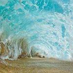 صورة رائعة لموجة من الأسفل