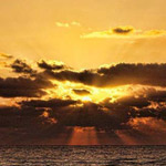 هل يوجد اجمل من غروب الشمس على البحر؟