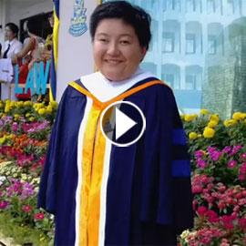 بالفيديو.. تايلاندية من دون ذراعين تصبح معلمة رغم اعاقتها