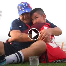 بالفيديو.. مارادونا يحقق حلم طفل بلا قدمين