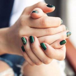 كيف تكشف طريقة تشبيك الأصابع عن طبيعة الشخصية؟
