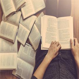 تعرفوا إلى أنواع الكتب وفوائدها.. تعزز إبداعكم وتوسع معرفتكم