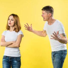 ماذا تفعلين إذا كان شريكك يلومك على كل شيء؟