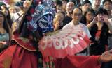 سحر صيني لتغيير القناع أمام الجمهور
