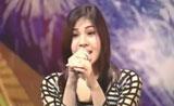 فتاة تغني بصوتين امراة ورجل - حلو