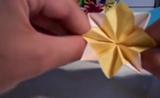 موهبة في صنع كرة من الورق